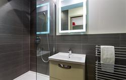 Ensuite bathrooms throughout
