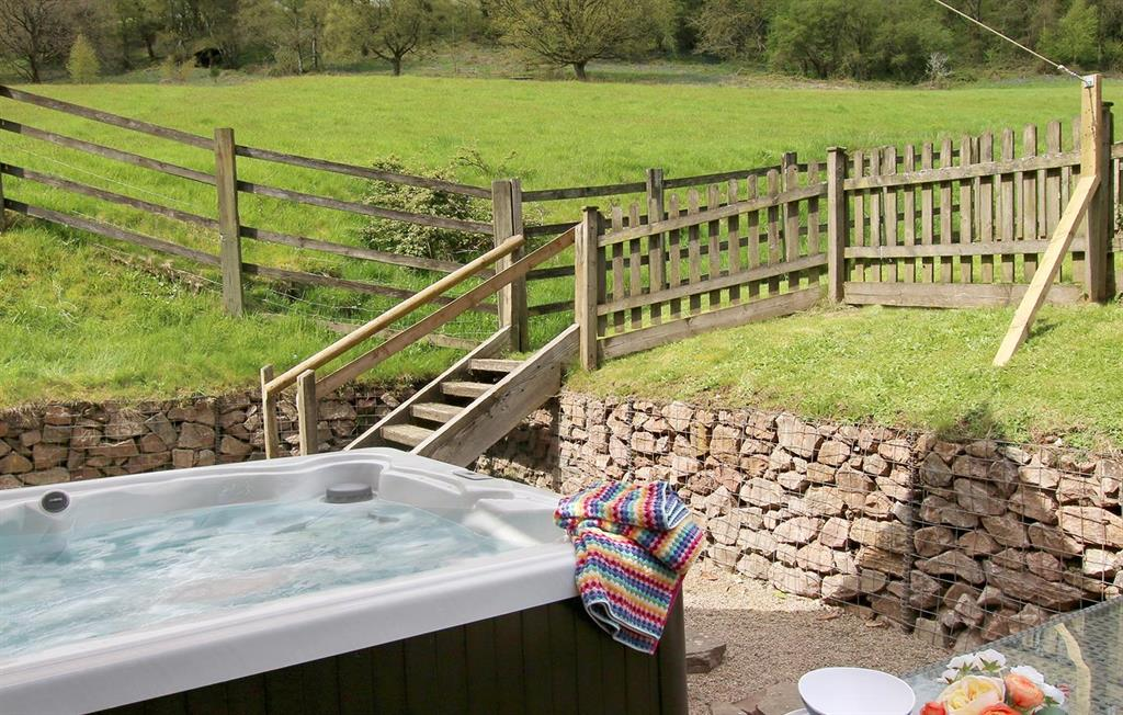 Orchard Barn hot tub