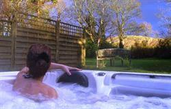 Private quality hot tub Gate Lodge