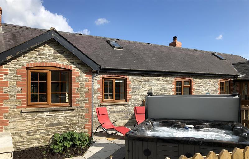 Barn cottage luxury hot tub