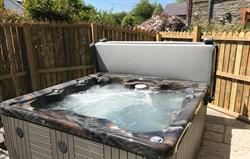 The Farmhouse hot tub