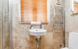 Avocet en-suite bathroom