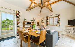 Coot Cottage dining space