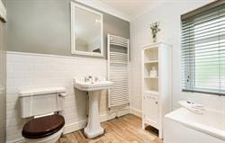 End cottage family bathroom