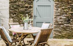 Ghillies Cottage Outside