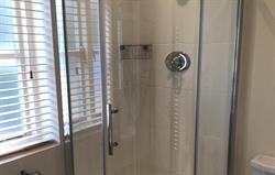 Len en suite shower