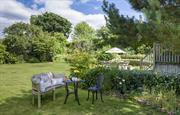 Large  sunny garden for socialising