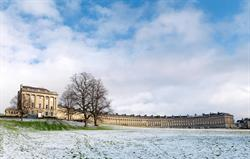Royal Crescent 10 mins walk